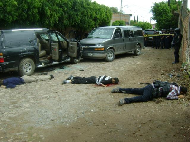 Részletkép a Federal Police és a Gulf drog kartel közötti súlyos tűzharcot követő helyszínelérsől.